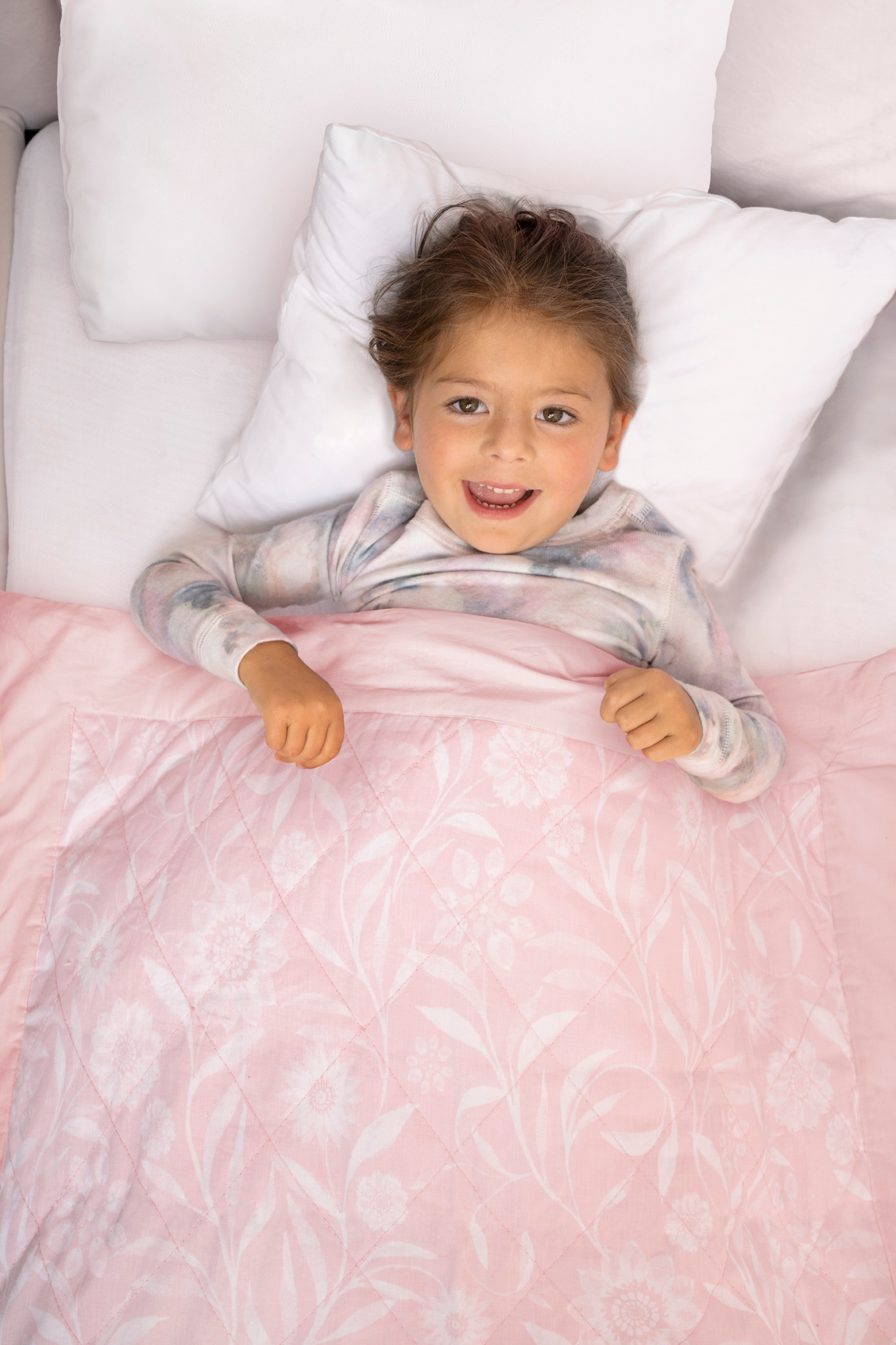 toddler girl in bed with ophelia toddler-bed weighted blanket 2.65 lbs